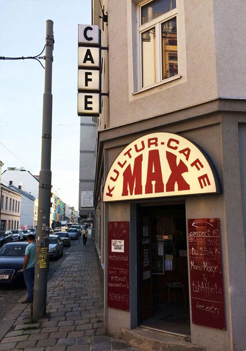 Kulturcafé Max | Frontansicht total hochformat | Kreative Räume Wien